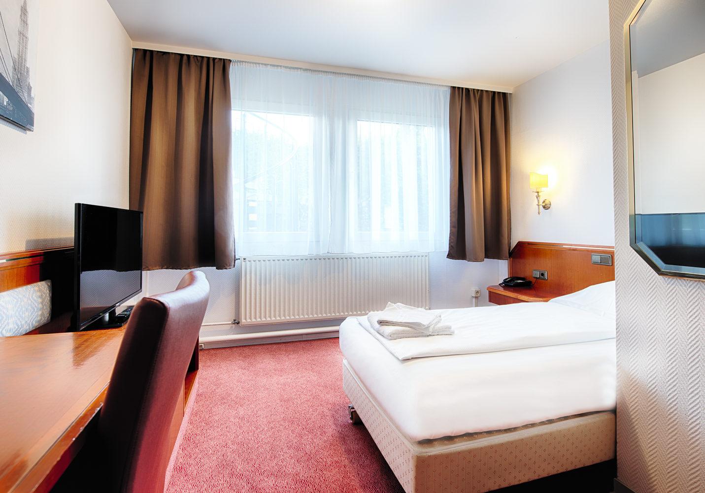 HOTEL_B1_114_1BETT_1_klein