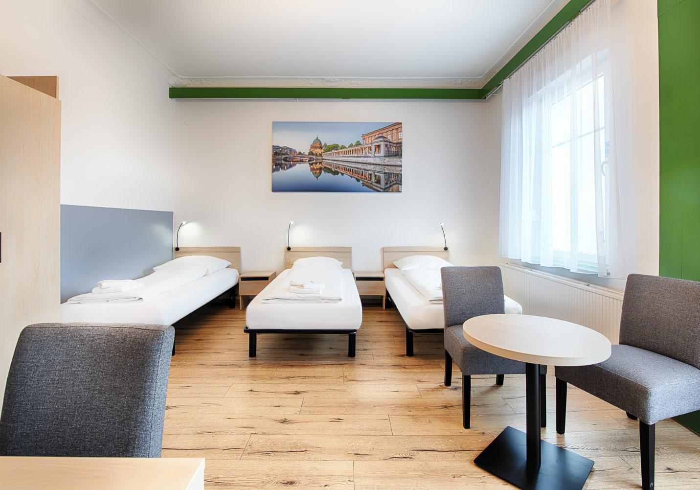 HOTEL_B1_A22_3BETT_2_klein