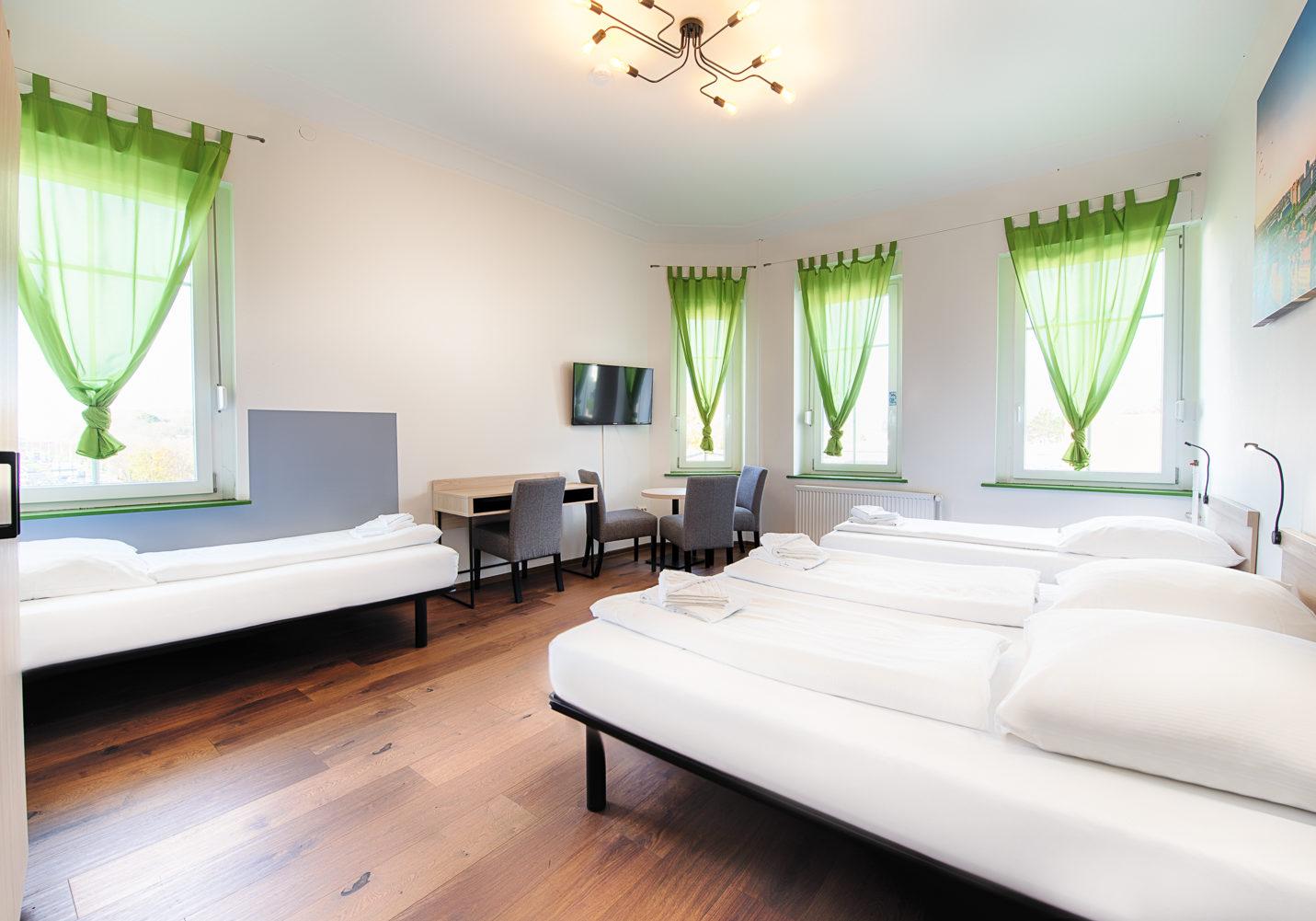 HOTEL_B1_A24_4BETT_1_klein